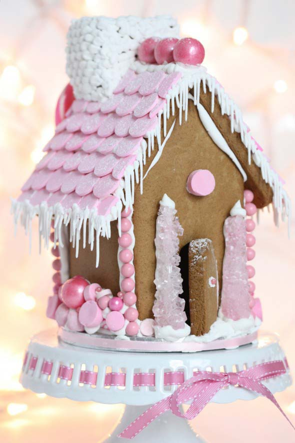 Pink Gingerbread House #Christmas #gingerbread #house #decorhomeideas