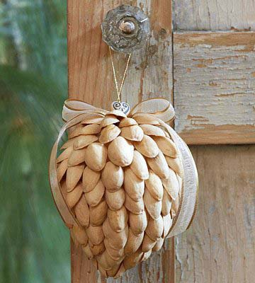 Pistachio Ornament #Christmas #natural #decoration #decorhomeideas