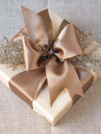 Pretty Christmas Bow Tutorial #Christmas #diy #gift #wrapping #decorhomeideas