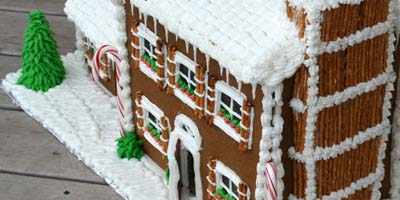 Pretzel Chimney Gingerbread House #Christmas #gingerbread #house #decorhomeideas