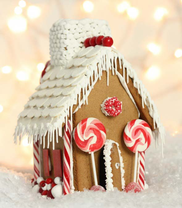 Red Gingerbread House #Christmas #gingerbread #house #decorhomeideas