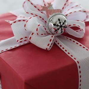 Red White Gift Wrap #Christmas #diy #gift #wrapping #decorhomeideas