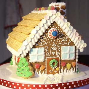 Royal Icing Gingerbread House #Christmas #gingerbread #house #decorhomeideas