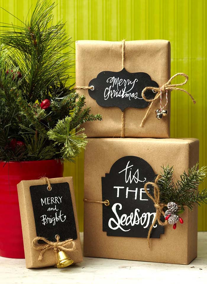 Rustic Chalkboard Gift Paper #Christmas #diy #gift #wrapping #decorhomeideas