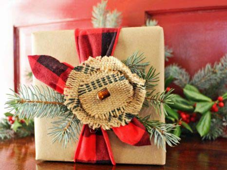 Rustic Flannel Christmas Gift Paper #Christmas #diy #gift #wrapping #decorhomeideas