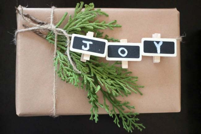 Rustic Gift Wrap #Christmas #diy #gift #wrapping #decorhomeideas