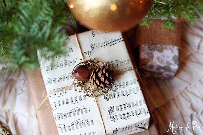 Rustic Sheet Music Gift Wrap #Christmas #diy #gift #wrapping #decorhomeideas