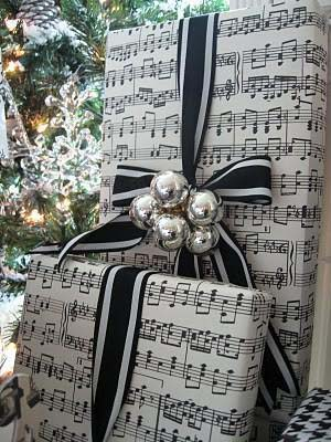 Sheet Music Gift Wrapping #Christmas #diy #gift #wrapping #decorhomeideas