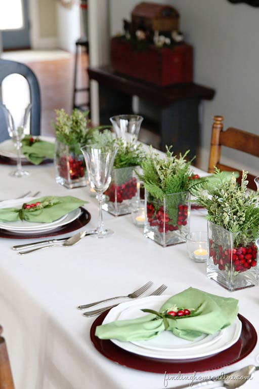 Simple Christmas Table #Christmas #natural #decoration #decorhomeideas