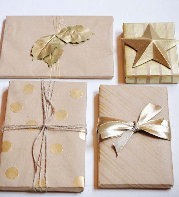 Simple Metallic Gift Wrap #Christmas #diy #gift #wrapping #decorhomeideas
