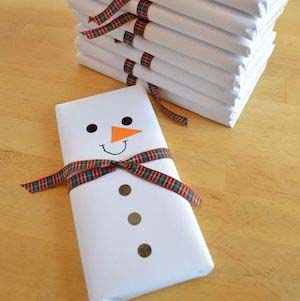 Snowman Gift Wrap #Christmas #diy #gift #wrapping #decorhomeideas