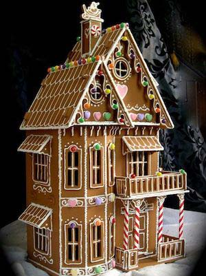 Three Story Gingerbread House #Christmas #gingerbread #house #decorhomeideas