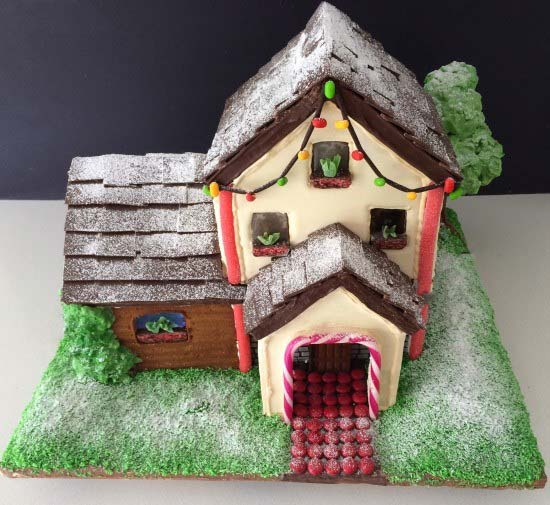 Two Story Gingerbread House #Christmas #gingerbread #house #decorhomeideas