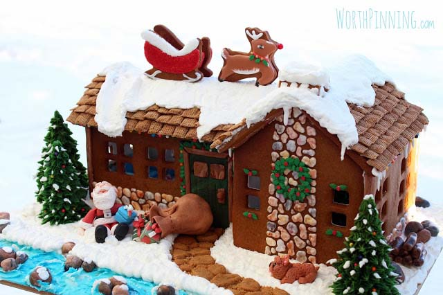Up on the Rooftop Gingerbread House #Christmas #gingerbread #house #decorhomeideas
