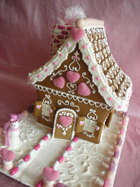 Valentine Gingerbread House #Christmas #gingerbread #house #decorhomeideas