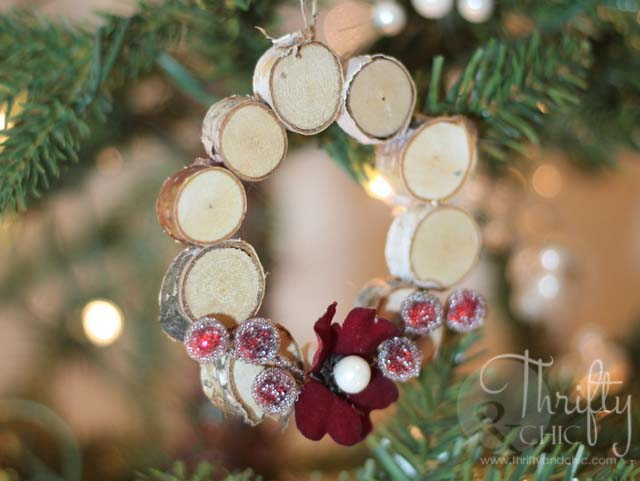 Wood Slice Wreath Ornament #Christmas #natural #decoration #decorhomeideas