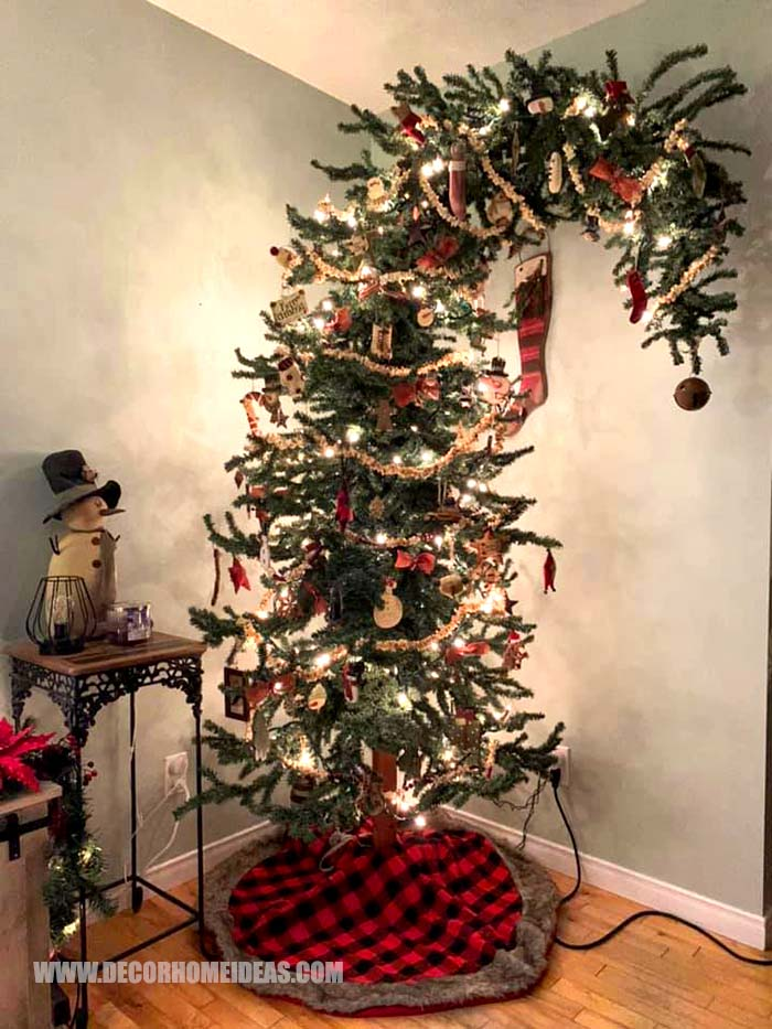 Bended Christmas Tree #Christmas #tree #bend #decorhomeideas