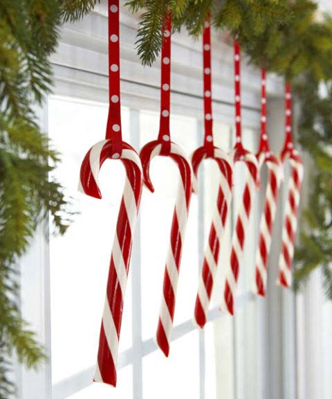 Candy Canes Hanging from Window #Christmas #kitchen #decoration #decorhomeideas
