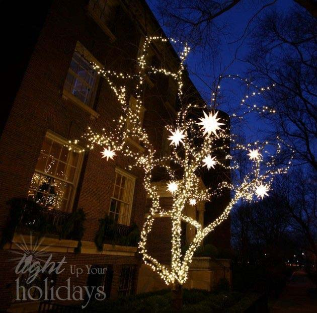 Christmas Light Tree with Lit Up Star Ornaments #Christmas #diy #lights #decorhomeideas