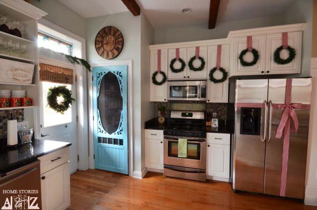 Christmas Wreaths and Bow on Refrigerator #Christmas #kitchen #decoration #decorhomeideas