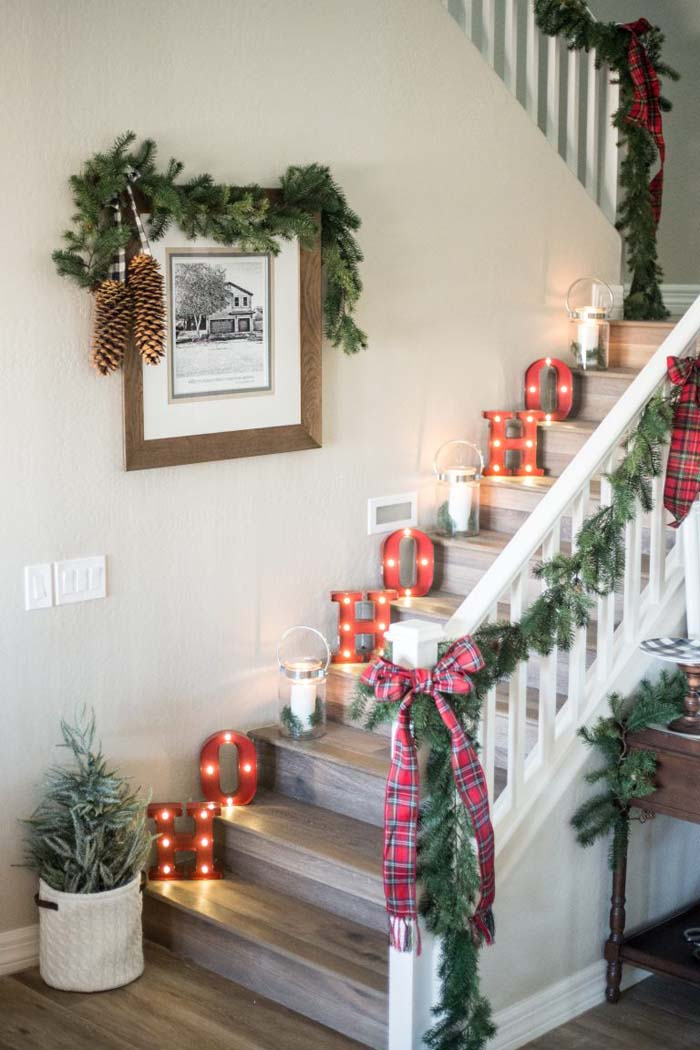 Decorating the Stairs for Christmas  #Christmas #diy #lights #decorhomeideas