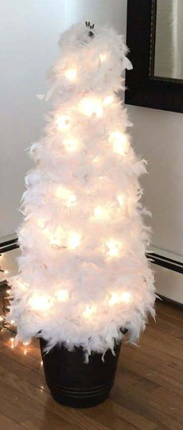 Feathered Christmas Tree #Christmas #diy #lights #decorhomeideas