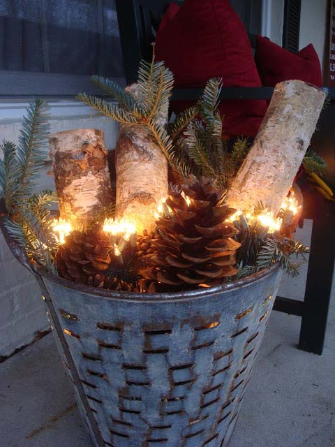 Galvanized Christmas Basket #Christmas #diy #lights #decorhomeideas