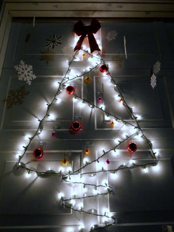 Garage Door Christmas Tree #Christmas #diy #lights #decorhomeideas