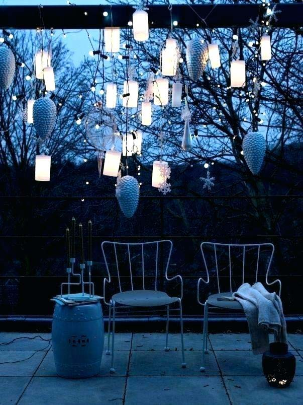 Grouped Lanterns Christmas Lights #Christmas #diy #lights #decorhomeideas