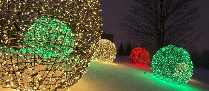 Large Christmas Light Balls Snow #Christmas #diy #lights #decorhomeideas
