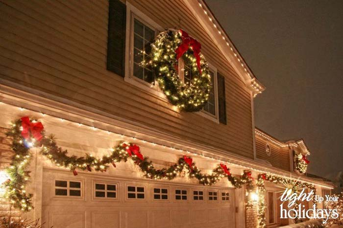 Lighted Christmas Garland Wreath #Christmas #diy #lights #decorhomeideas