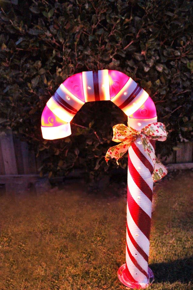Lighted PVC Candy Cane #Christmas #diy #lights #decorhomeideas