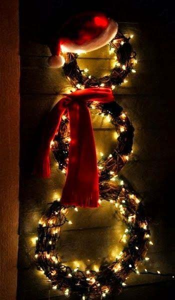 Lit Snowman Wreath #Christmas #diy #lights #decorhomeideas