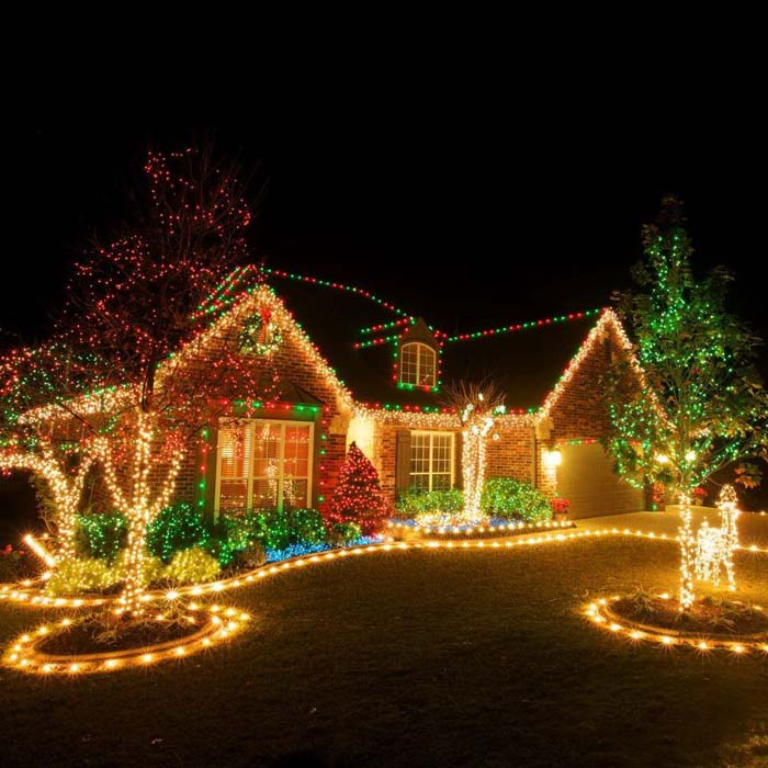 Outdoor Christmas Lighting Decorations #Christmas #diy #lights #decorhomeideas