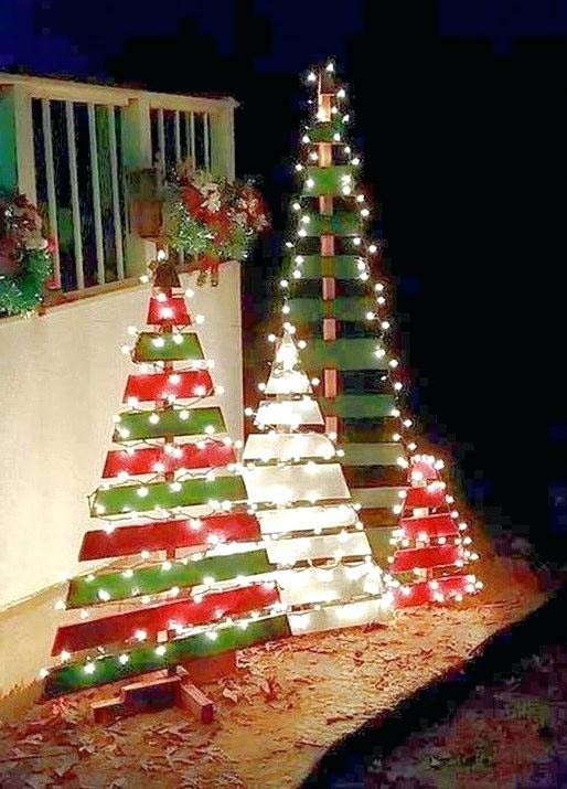 Pallet Christmas Trees #Christmas #diy #lights #decorhomeideas