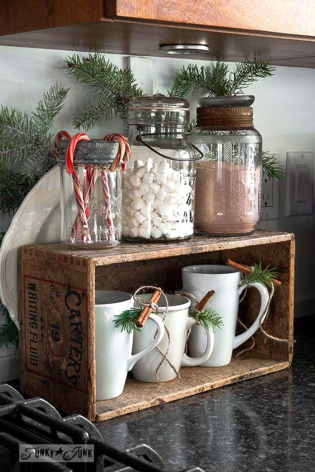 Rustic Hot Cocoa Station #Christmas #kitchen #decoration #decorhomeideas