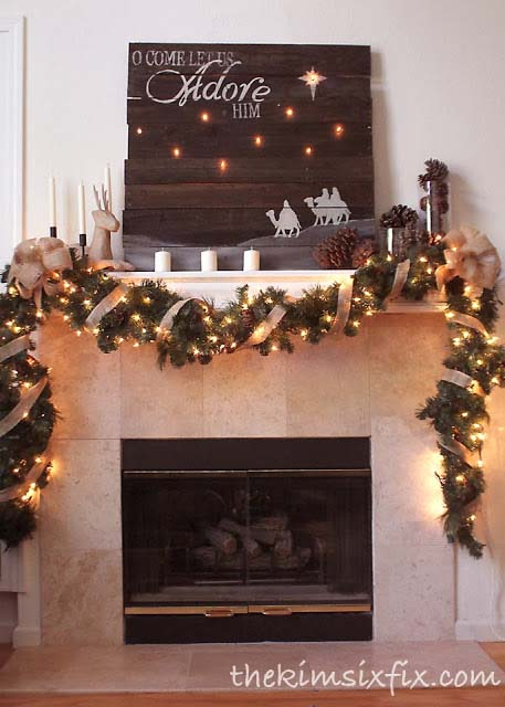 Rustic Mantel #Christmas #diy #lights #decorhomeideas