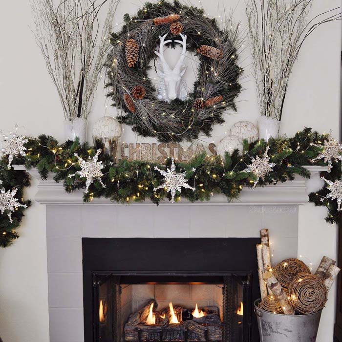 Snowy Woodland Christmas Mantel #Christmas #diy #lights #decorhomeideas