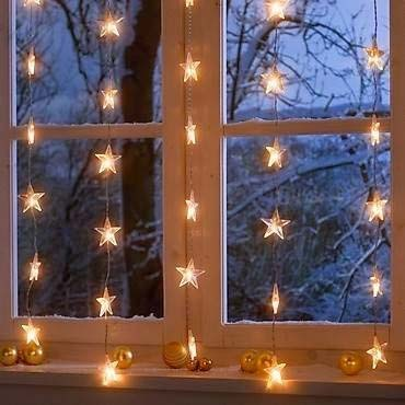Starry Lights Window #Christmas #diy #lights #decorhomeideas