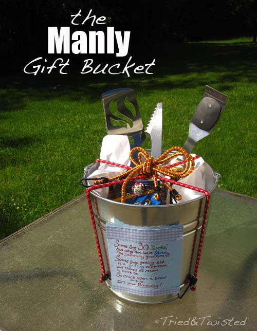 The Manly Gift Bucket #Christmas #diy #basket #gift #decorhomeideas