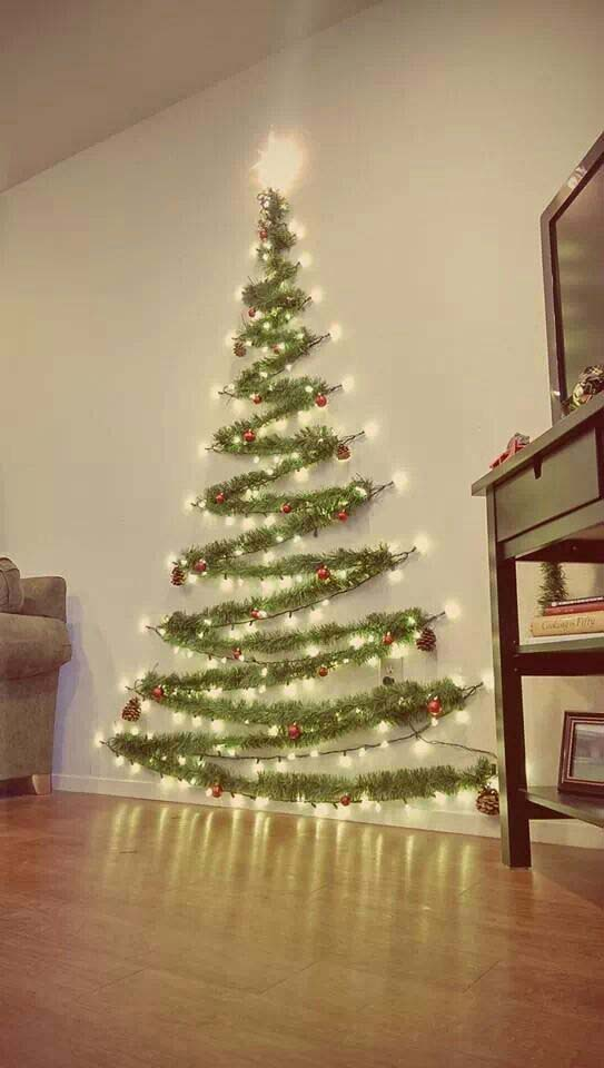 Wall Christmas Tree #Christmas #diy #lights #decorhomeideas