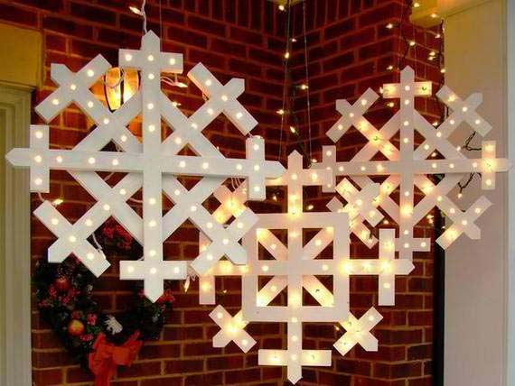 Wood Snowflakes with Lights #Christmas #diy #lights #decorhomeideas
