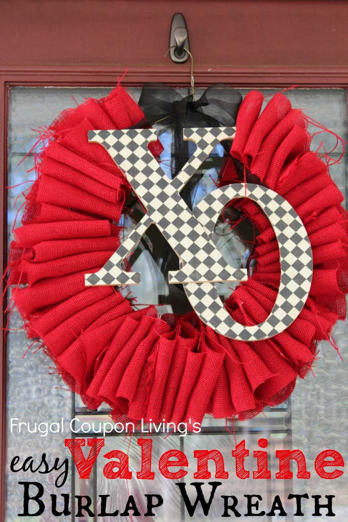 Burlap Valentines Day Wreath #valentinesday #rustic #decor #diy #decorhomeideas