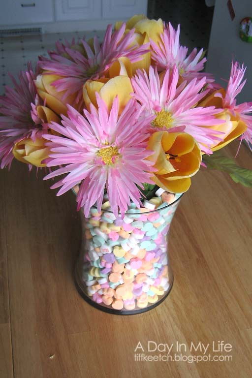 Candy Heart Centerpiece #valentine #dollarstore #diy #decor #decorhomeideas
