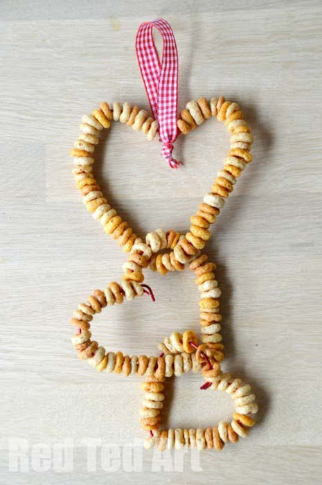 Cheerios DIY Bird Feeders simple crafts for kids #valentine #crafts #kids #decorhomeideas