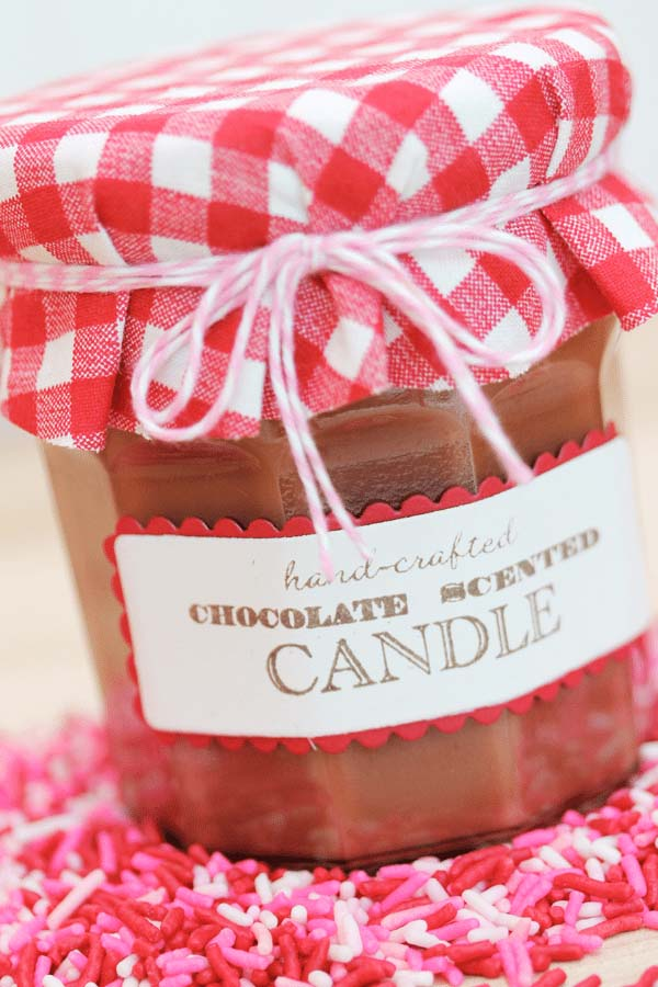 Chocolate Mason jar Candle #valentinesday #crafts #jars #gifts #decorhomeideas
