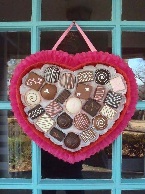 Chocolates Box Valentine's Day Wreath #valentine #diy #wreaths #decorhomeideas