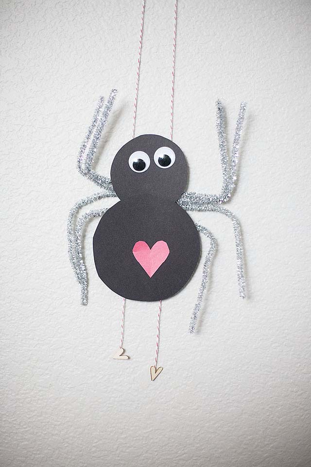 Climbing Love Bug #valentine #crafts #kids #decorhomeideas