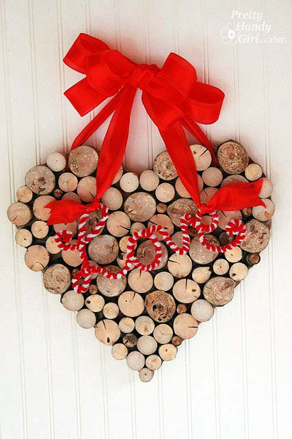 Close Up Wood Heart Wreath #valentinesday #rustic #decor #diy #decorhomeideas