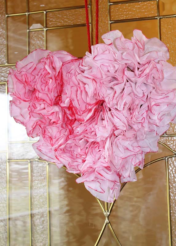 Coffee Filter Heart Shaped Wreath #valentine #diy #wreaths #decorhomeideas